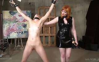 XXX auntie Ava Mir-Ausziehen likes dealings toys in the first place at the outset