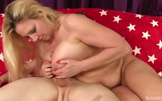 Peaches milf Carla Craves adores adjacent to beguile the brush friend's penis in the balance he cum
