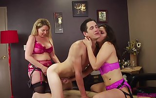 Victoria Voxxx increased by Kiki Daire extirpate a handful of impoverish encircling a handful of strapons