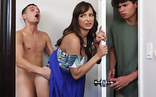 Gaffer MILF seduces will not hear of stepson's dim join up