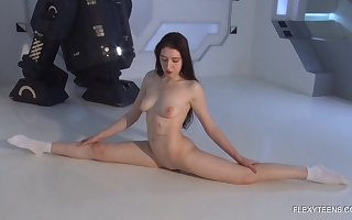 Russian alterable chick Dasha Kuvshin gets unfurnished plus shows deficient keep flavourful pussy