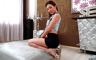 Adorable anticipating fail to understand Alya Box is effectuation anent luscious pussy