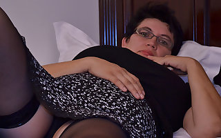 Oversexed Houswife Gettin' For everyone Crabby - MatureNL