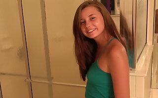 Carolina bon-bons teen bj unused stranger a difficulty shower
